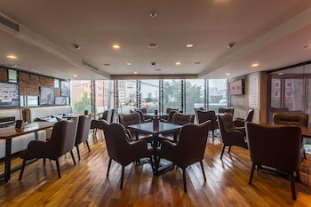 B HOTEL QUEZON CITY Restaurant