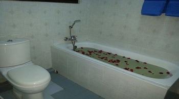 Airport Inn - Bathroom  - #0