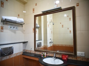 OYO 2724 Hotel PLA Residency - Bathroom  - #0