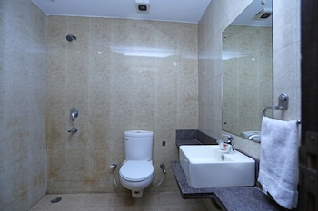 OYO 2202 Hotel City Heights - Bathroom  - #0