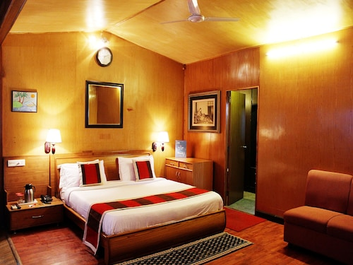 . OYO 1995 Hotel Nirwana