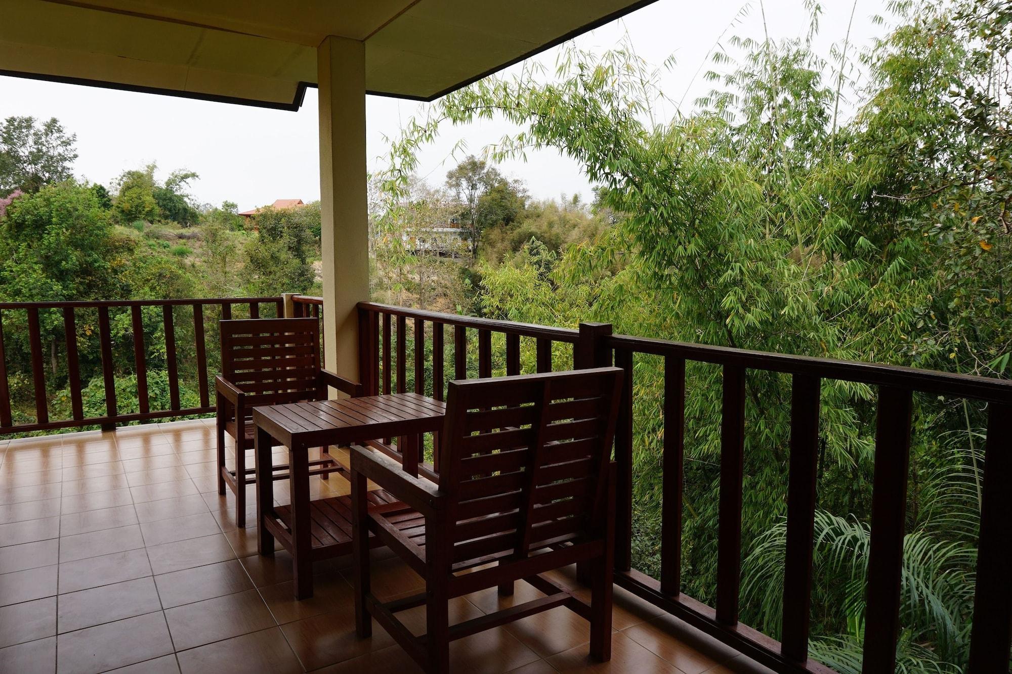 Green Hill Resort, Pua