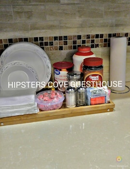 Hipster's Cove Bed & Breakfast - Food Court  - #0