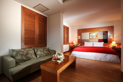 Hotel Airstay, Jung