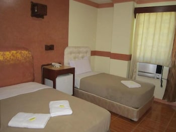GOLDEN STALLION SUITES Room