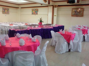 GOLDEN STALLION SUITES Banquet Hall