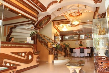 GOLDEN STALLION SUITES Lobby