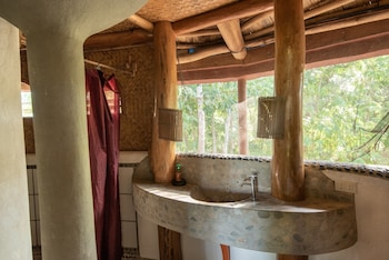 ATREMARU JUNGLE RETREAT Bathroom