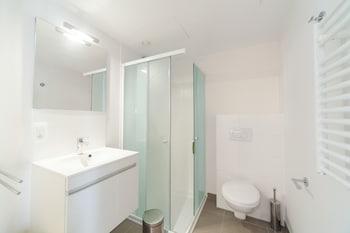 Sweet Inn Apartments Flagey - Bathroom  - #0