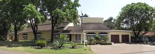 . La Baruné Guest House