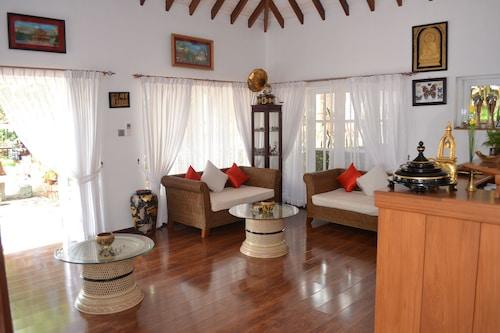 Royal Kalaw Hills Resort by Phyu Zin Group of Hotels, Taunggye
