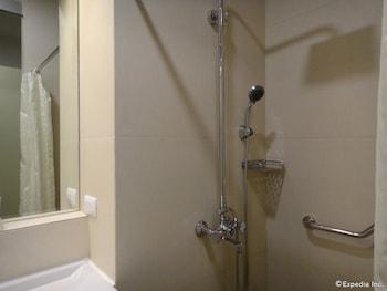 ABC HOTEL CEBU Bathroom Shower