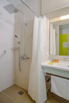 ABC HOTEL CEBU Bathroom