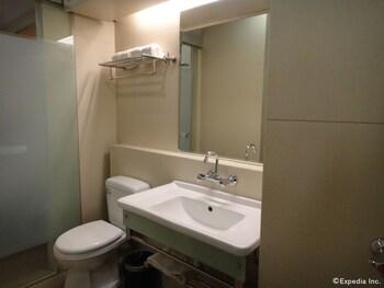 ABC HOTEL CEBU Bathroom Sink