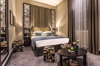 Deluxe Double Room (Magistrate King)