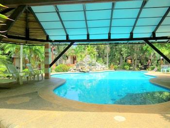 ALONALAND RESORT APARTELLE Pool