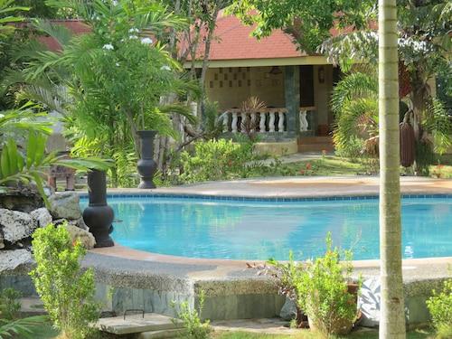 . Alonaland Resort Apartelle
