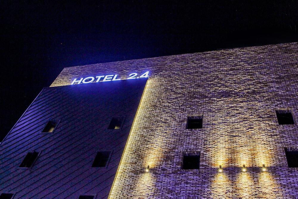 ホテル 2.4
