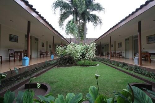 . Hotel Besar Purwokerto