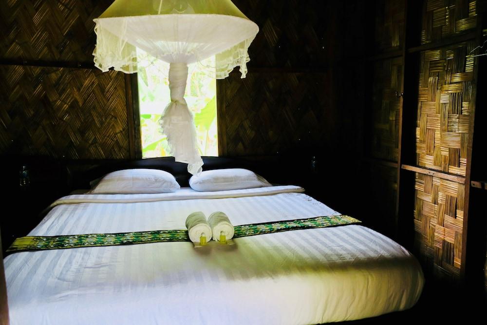 https://i.travelapi.com/hotels/15000000/14870000/14865300/14865294/557b93d8_z.jpg