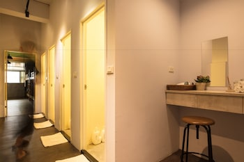 On My Way Hualien Hostel Backpacker - Bathroom  - #0
