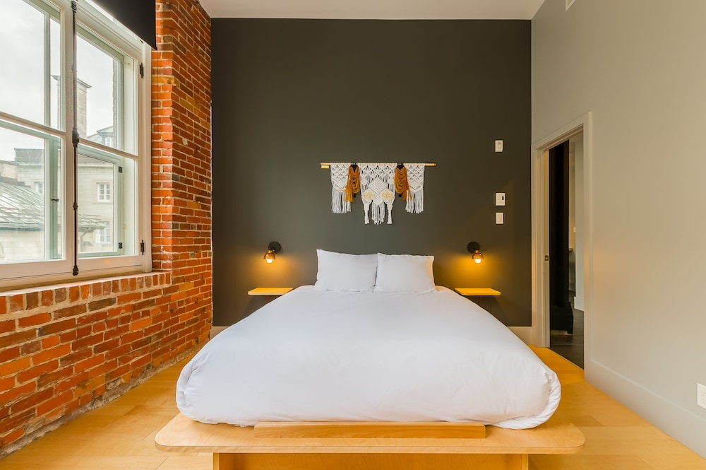 https://i.travelapi.com/hotels/15000000/14870000/14869900/14869862/612db82d_z.jpg