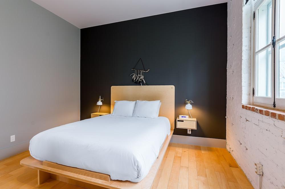 https://i.travelapi.com/hotels/15000000/14870000/14869900/14869862/d102a1a0_z.jpg