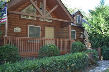Luxury Cabin, 2 Bedrooms, River View, Mountainside