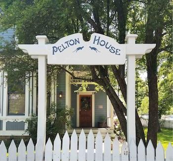 Hotel - Pelton Vacation Rental