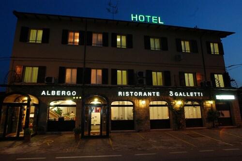 . Hotel Ristorante Tre Galletti