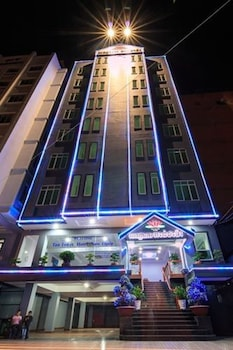 Tan Tower Hotel - Hotel Front - Evening/Night  - #0
