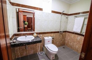 Tan Tower Hotel - Bathroom  - #0