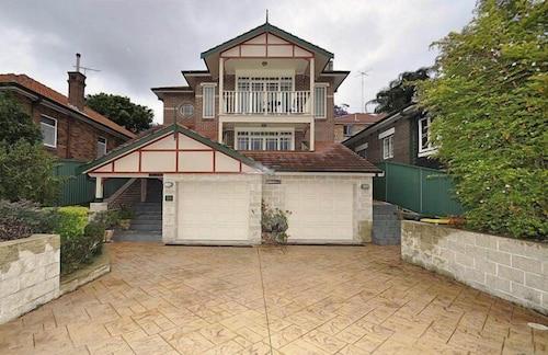 Kingsford 12 Shaw Furnished Apartment, Randwick