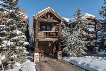 Slopeside 4 bedroom Townhome by All Seasons Resort Lodging