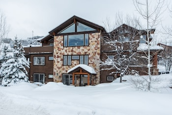Bear Hollow Village 7 Bedroom by All Seasons Resort Lodging