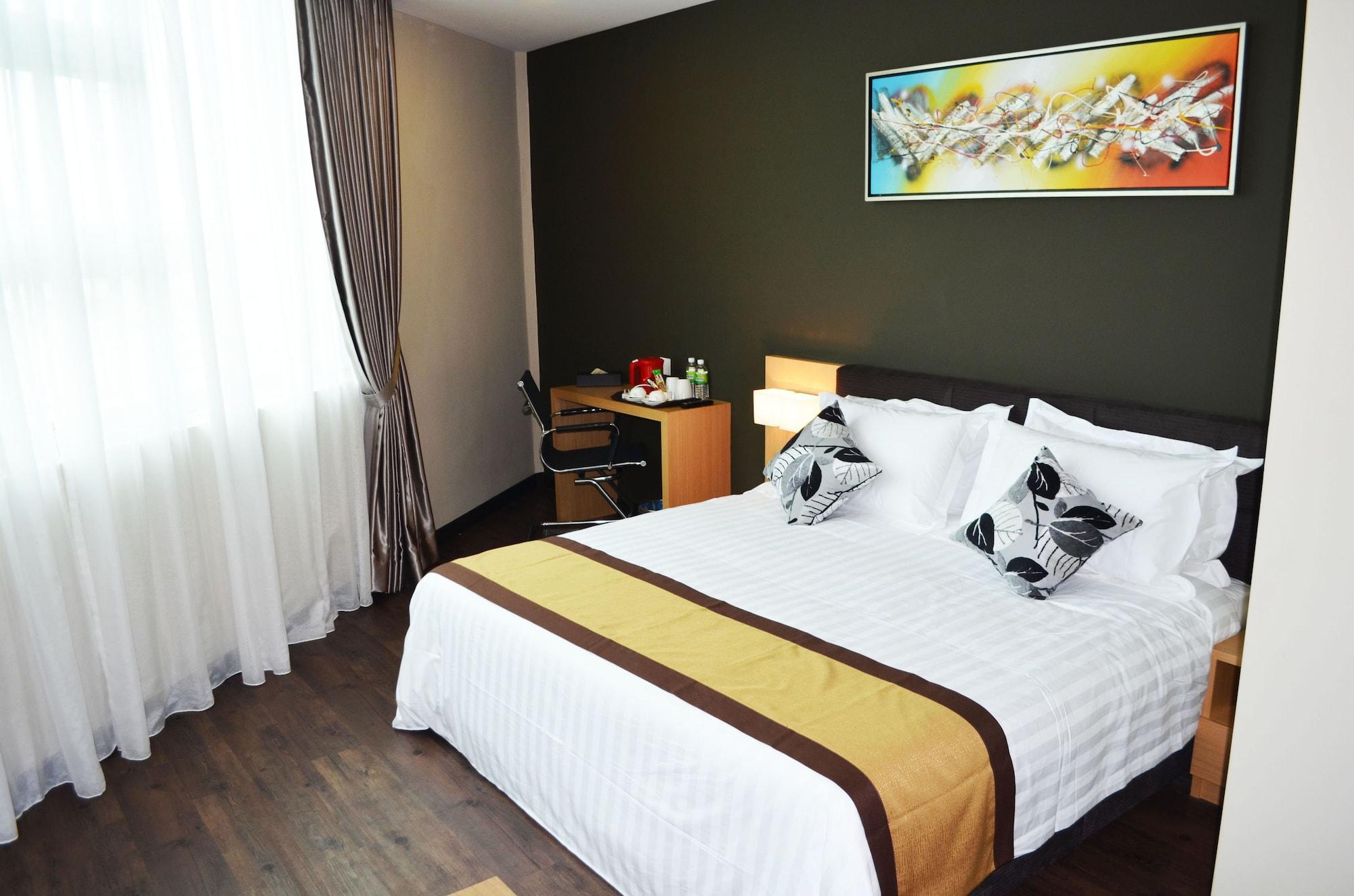 Q Bintang Hotel, Pokok Sena
