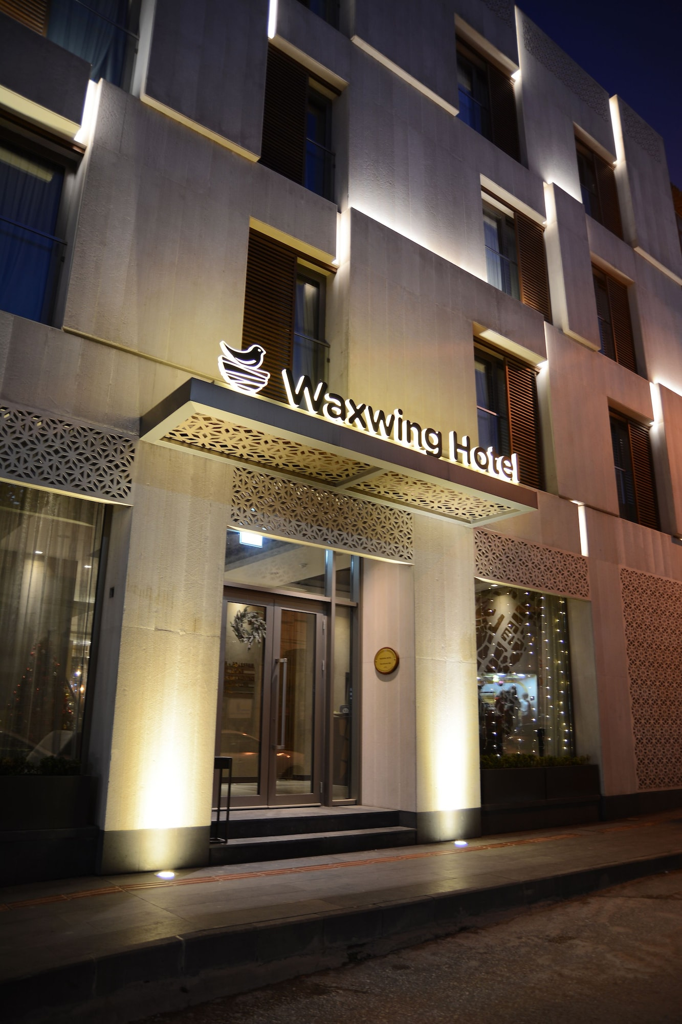 Waxwing Hotel, Merkez