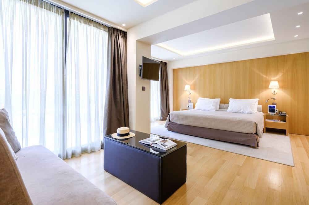 https://i.travelapi.com/hotels/15000000/14920000/14917500/14917497/24646ce8_z.jpg