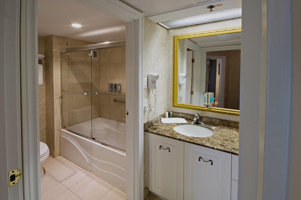 https://i.travelapi.com/hotels/15000000/14930000/14922500/14922460/63e00dc3_z.jpg