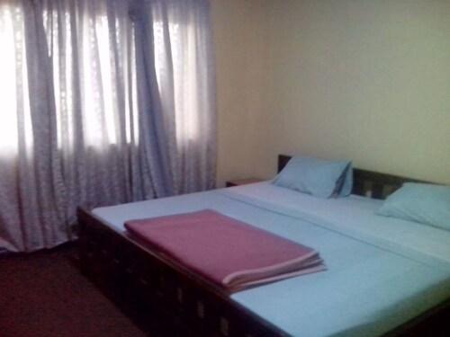 Hilltop Hotel, Accra