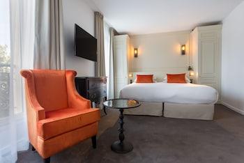 Deluxe Triple Room - Duchesse - Eiffel Tower Side View