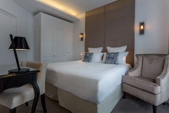 Superior Room (Marquise), Eiffel Tower side view
