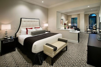 Club Suite, 1 King Bed with Sofabed
