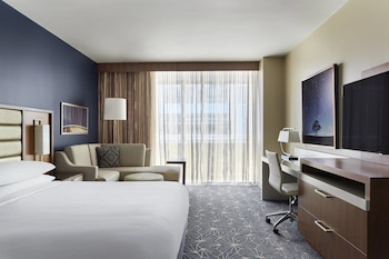 Guestroom at Marriott Marquis Houston in Houston