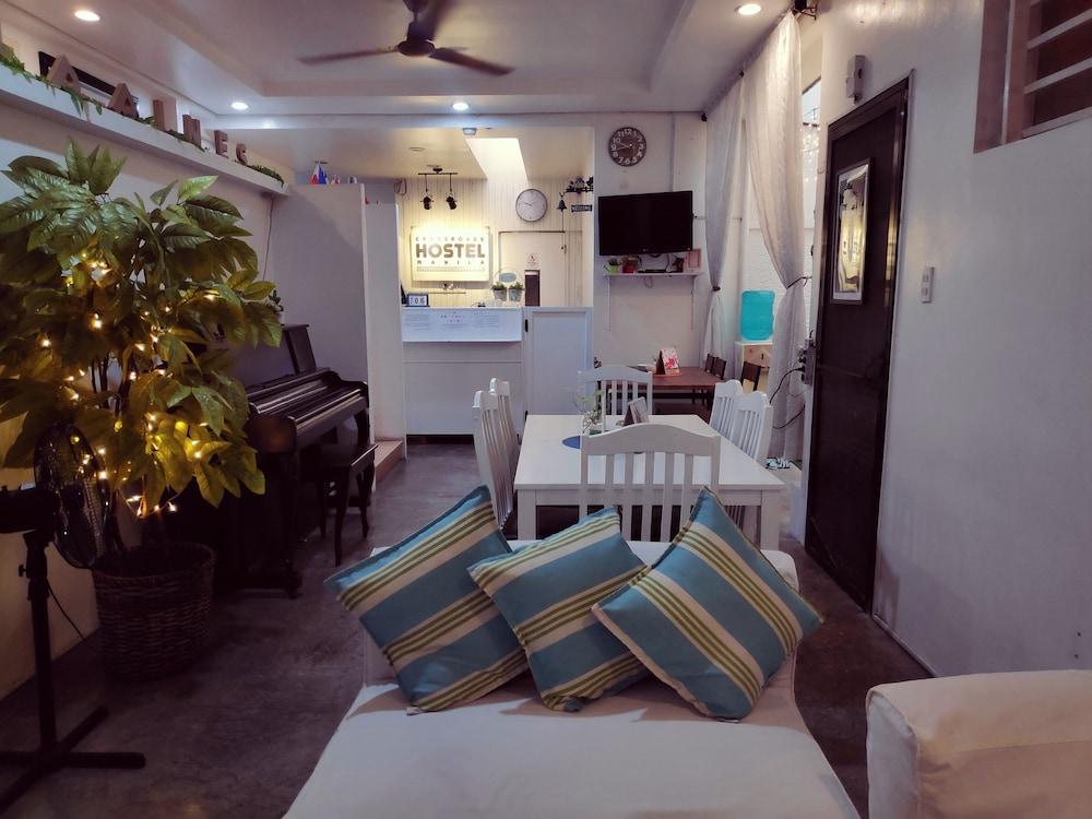 https://i.travelapi.com/hotels/15000000/14990000/14988000/14987953/91182ce4_z.jpg