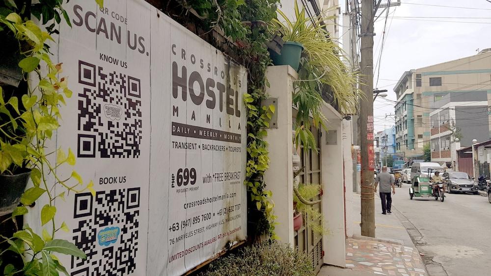 https://i.travelapi.com/hotels/15000000/14990000/14988000/14987953/e87eb7ff_z.jpg