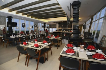 Swiss-Belhotel Jambi - Restaurant  - #0