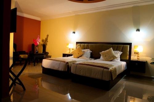 . Queen Plaza Hotel