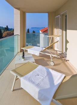 Deluxe Apartment, 3 Bedrooms, Terrace, Partial Sea View (5  *)