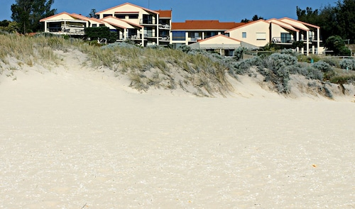 Scarborough & Absolutely Beachfront, Stirling